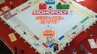 Board game monopoli terbesar se-Asia dihadirkan dalam program acara Monopoly Summer Camp di Mall Taman Anggrek