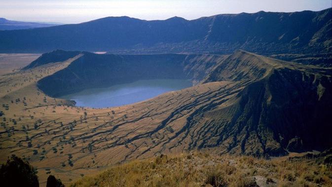 Danau Kawah terindah (sumber: brainberries)