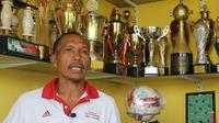 Jamrawi, mantan stoper Niac Mitra dan Arema. (dok. Tangkapan layar YouTube/Omah Balbalan)
