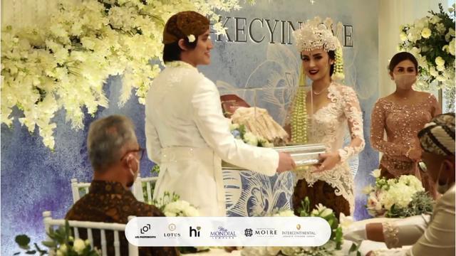 Kevin Aprilio menikah dengan Vicy Melanie