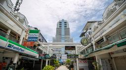 Jalanan yang kosong di sebuah kawasan perbelanjaan di Phuket, Thailand (13/9/2020). Pusat Administrasi Situasi COVID-19 Thailand pada Senin (28/9) mengatakan pihaknya akan mengizinkan lebih banyak kategori warga asing masuk ke Thailand mulai Oktober mendatang dan seterusnya. (Xinhua/Zhang Keren)