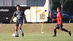 Salah satu evaluasi dari pelatih Widodo Cahyono Putro mengenai hasil tersebut adalah konsistensi permainan yang tetap harus dijaga sampai akhir pertandingan. (Foto: Persita Tangerang)
