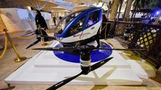 Drone EHang 184 dipamerkan di World Government Summit 2017, Dubai Madinat Jumeirah, Senin (13/2). Drone buatan perusahaan Tiongkok, Ehang Inc ini akan menjadi alat transportasi baru di Dubai yang rencananya beroperasi pada Juli tahun ini. (STRINGER/AFP)