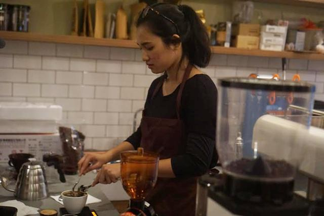 Barista di kedai ini adalah para perempuan hebat dan mengagumkan/copyright instagram.com @kopinyai