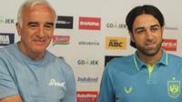 Mario Gomez dan pelatih PSIS, Vincenzo Alberto Annese. (Bola.com/Muhammad Ginanjar)