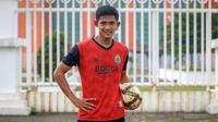 Firza Andika sempat mengikuti seleksi menjadi TNI, namun gagal lolos pada tahap tiga yakni tes kesehatan. (Bola.com/Bagaskara Lazuardi)