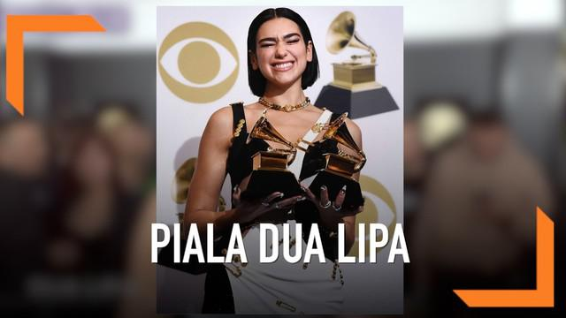 Dua Lipa berhasil membawa pulang 2 piala Grammy Awards 2019. Kategori Best Dance Recording dan Best New Artist.