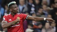 Gelandang Manchester United, Paul Pogba, melakukan selebrasi usai mencetak gol ke gawang Manchester City pada laga Premier League di Stadion Etihad, Sabtu (7/4/2018). Manchester City takluk 2-3 dari Manchester United. (AP Photo/Matt Dunham)