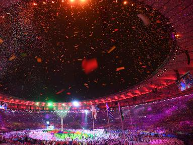 Penari beraksi pada perayaan penutupan Olimpiade Rio 2016  di  Stadion  Maracana, Rio de Janeiro, (22/8/2016). (AFP/Luis Acosta)
