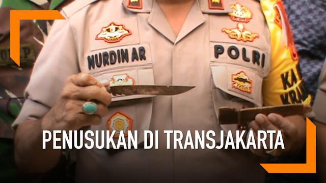 Peristiwa penyerangan menggunakan pisau terjadi di Halte Transjakarta BKN, Cawang, Jakarta Timur.