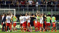 Para pemain Benevento merayakan kemenangan atas AC Milan lpada laga Serie A di San Siro stadium, Milan, (21/4/2018). AC Milan kalah 0-1. (AP/Luca Bruno)