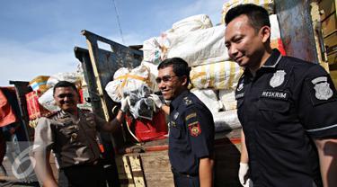 20151123-Penyelundupan-Barang-Impor-Jakarta-IA
