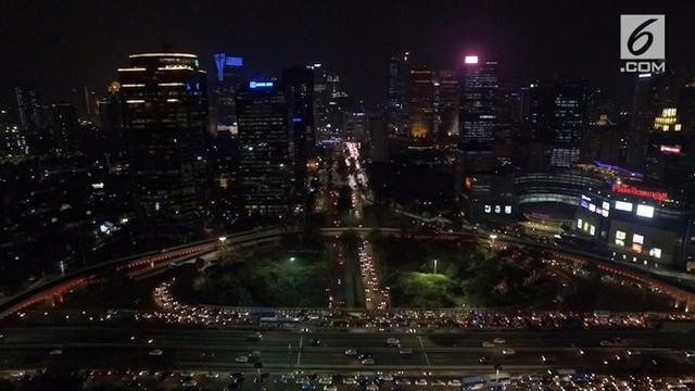 Sebuah penelitian menunjukkan Jakarta berpotensi digoyang gempa dan dihantam tsunami. Bagaimana sebenarnya hasil kajian dari penelitian tersebut? Siapkah Jakarta menghadapi lindu besar dan hantaman tsunami, jika potensi bencana tersebut benar terjadi...