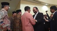 Ketua Umum Partai NasDem Surya Paloh bertemu Presiden PKS Sohibul Iman di Markas DPP PKS, Jakarta Selatan, Rabu (30/10/2019). (Liputan6.com/Muhammad Radityo Priyasmoro)