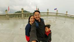 Ia mengaku ingin mendalami perannya sebagai istri Arlan Jumarwan Djoewarsa dan seorang ibu bagi putranya. Maka tak heran bila Astrid memang jarang terlihat di layar kaca namun masih aktif bernyanyi secara off air. (Liputan6.com/IG/@astridbasjar)