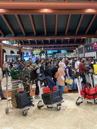 potret bandara Soeta dipenuhi penumpang