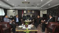 Ahmad Basarah bertemu Ketua MPR Zulkifli Hasan. (Liputan6.com/Putu Merta Surya Putra)