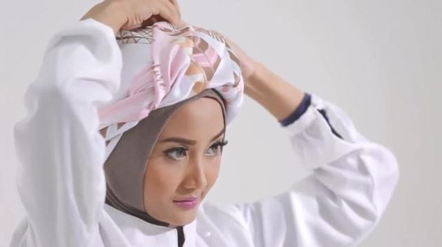Tutorial Hijab Turban yang Elegan (Hijup)