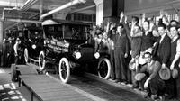 Jalur Perakitan Mobil yang Dapat Bergerak Milik Ford (@365daysmotoring/Twitter).