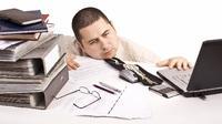 banyak orang yang cenderung memilih untuk keluar dari pekerjaan demi membuka sebuah usaha. Padahal, hal tersebut belum tentu menjamin sukses