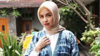 Berikut gaya stylish Revalina S Temat daat menjalani Ramadan Pertama setelah berhijab.
