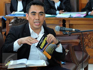 Tim kuasa hukum KPK menghadirkan pakar hukum Jamin Ginting untuk menjadi saksi ahli pada sidang praperadilan mantan Wali Kota Makassar Ilham Arief Sirajudin, di PN Jakarta Selatan, Senin (6/7/2015). (Liputan6.com/Yoppy Renato)