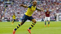 PUJI - Theo Walcott memberikan pujian tinggi kepada Alexis Sanchez. (Reuters / Darren Staples)