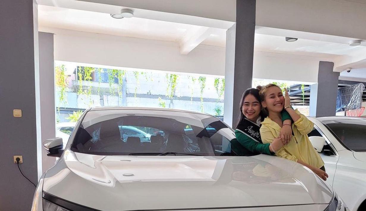 Keluarga Ayu Ting Ting (Instagram/mom_ayting92_)