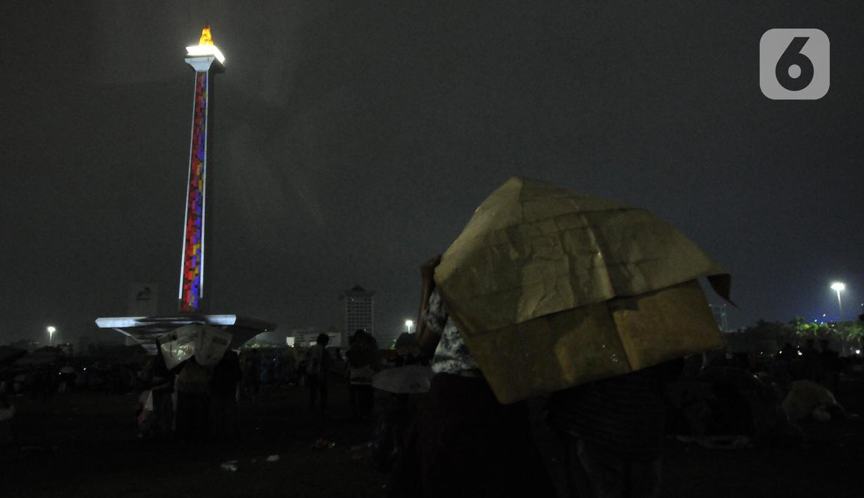 FOTO Video Mapping Warnai Malam Pergantian Tahun Di Monas