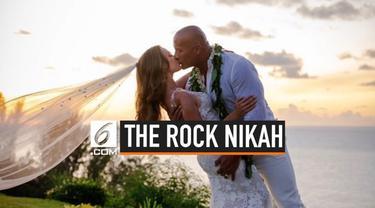 Dwayne Johnson alias The Rock resmi menikahi kekasihnya Lauren Hashian di Hawaii. The Rock dan Lauren sebelumnya berpacaran selama 12 tahun.