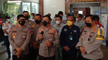 Kakorlantas, Irjen Pol Istiono Di Pelabuhan Merak, Kota Cilegon, Banten. (Kamis, 22/04/2021). (Lputan6.com/Yandhi Deslatama).