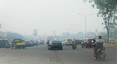 Bencana kabut asap di Riau beberapa waktu lalu akibat kebakaran hutan dan lahan.