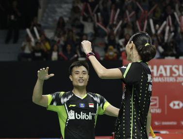 Pebulutangkis Indonesia, Hafiz Faizal / Gloria Widjaja, merayakan kemenangan atas pasangan Malaysia. (Bola.com/M. Iqbal Ichsan)