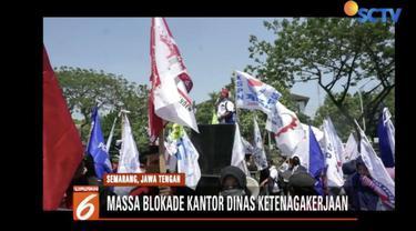 Ratusan buruh di Semarang, Jawa Tengah, berdemo tuntut kenaikan upah sebesar 30 persen.