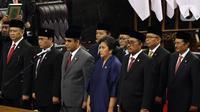 Ketua MPR RI periode 2019-2024 Bambang Soesatyo (kiri) dan para Wakil Ketua MPR diambil sumpah jabatan pada Rapat Paripurna MPR di kompleks parlemen, Jakarta, Kamis (3/10/2019). Bambang Soesatyo resmi menjadi Ketua MPR setelah Fraksi Gerindra di MPR menyatakan sepakat. (Liputan6.com/Johan Tallo)