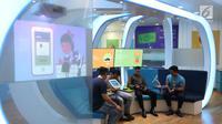 Nasabah memanfaatkan layanan digital Banking BTPN bernama Jenius di Jakarta, Jumat (26/1). Di tengah pesatnya perkembangan teknologi, perbankan semakin gencar mengembangkan layanan berbasis digital. (Liputan6.com/Angga Yuniar)