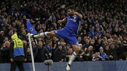 7. Diego Costa (Chelsea, 2014-2018). Memperkuat Chelsea dalam 89 penampilan, meraih 2 gelar Premier League dan 1 Piala Liga. Sosok striker yang mematikan dan dibenci para bek lawan saat bermain fokus. Mencetak masing-masing 20 gol saat Chelsea merebut 2 gelar Premier League. (AFP/Ian Kington)