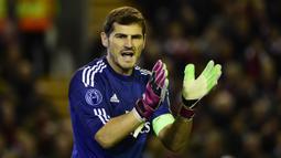 2. Iker Casillas - Iker Casillas merupakan salah satu kiper terbaik yang pernah dimiliki oleh Real Madrid. Ia punya rekor clean sheets di Liga Champions sebanyak 57 kali. Sayangnya, ia sudah pensiun usai terkena serangan jantung. (AFP/Pierre-Philippe Marcou)