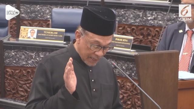 Anwar Ibrahim resmi dilantik menjadi anggota dewan rakyat Malaysia. Langkah ini dinilai mempermulus jalan Anwar menjadi perdana menteri Malaysia berikutnya.