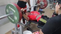 Atlet angkat berat Indonesia, Ni Nengah Widiasih, yang akan berlaga di Asian Para Games 2018. (Bola.com/Ronald Seger Prabowo)