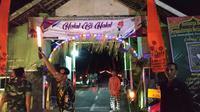 Ribuan obor meriahkan lebaran ketupat di lingkungan Wangkalan, Kelurahan Tempur Rejo, Kecamatan Pesantren, Kota Kediri, Jawa Timur.(Www.sulawesita.com)