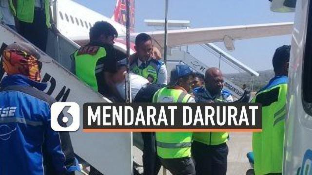 Pesawat Batik Air nomor penerbangan ID 6548 mendarat darurat di bandara El-Tari Kupang, Minggu (17/11/2019). Diduga, sang pilot terkena serangan jantung saat pesawat hendak landing.