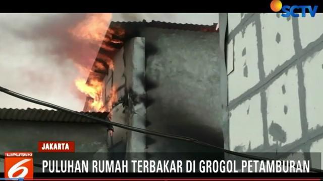 Diduga kebakaran tejadi akibat hubungan pendek arus listrik disalah satu rumah yang menyambar ke 24 rumah lainnya.