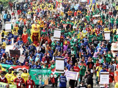 Ribuan orang berlongmarch dari Bundaran HI menuju kawasan Patung Kuda, Jakarta, Minggu (16/11/2014). (Liputan6.com/Faizal Fanani)