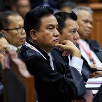 Ketua Hukum Joko Widodo-Ma'ruf Amin, Yusril Ihza Mahendra saat mengikuti sidang ke-5 sengketa Pilpres 2019 di Gedung MK, Jakarta, Jumat (21/6/2019). Sidang beragendakan mendengar keterangan saksi dan ahli dari pihak terkait yakni paslon nomor urut 01 Jokowi-Ma'ruf Amin. (Liputan6.com/Johan Tallo)