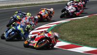 Pebalap Honda, Marc Marquez, diposisi terdepan saat balapan MotoGP 2018 di Sirkuit Catalunya, Spanyol, Minggu (17/6/2018). Lorenzo menjadi yang tercepat dengan catatan waktu 40 menit 13,566 detik. (AP/Eric Alonso)