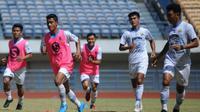 Sesi latihan Persib Bandung di Stadion GBLA, Bandung, Senin (31/8/2020). (Bola.com/Erwin Snaz)