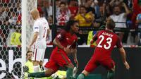 Winger Portugal, Renato Sanches, cetak gol ke gawang Polandia (Reuters)