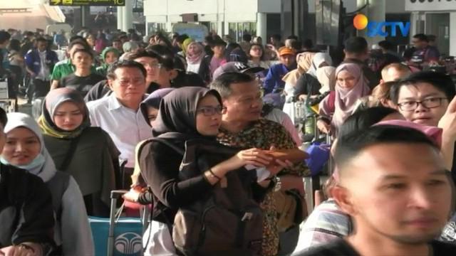 Lima hari menjelang Hari Raya Idul Fitri, terminal, stasiun kereta dan terminal bus mulai dipadati penumpang yang akan mudik ke sejumlah daerah.
