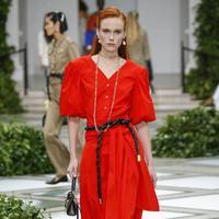 Deretan warna ini akan mendominasi dunia fashion di tahun 2020 mendatang (Foto: Tory Burch)